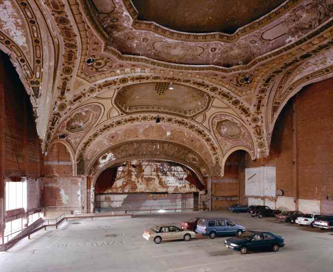 Michigan Theater, de la série Detroit Photos, Stan Douglas, 1999.