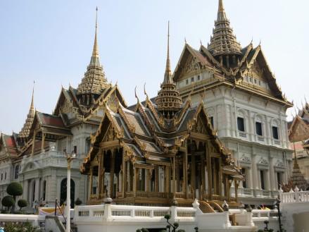 Dusit Maha Prasat (salle du trône) et le pavillon Aphonphimok