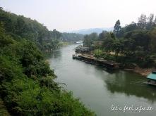 Paysage au long du chemin de fer de la rivière Kwai