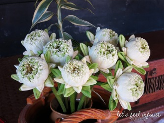 Wat Chedi Luang - Fleurs