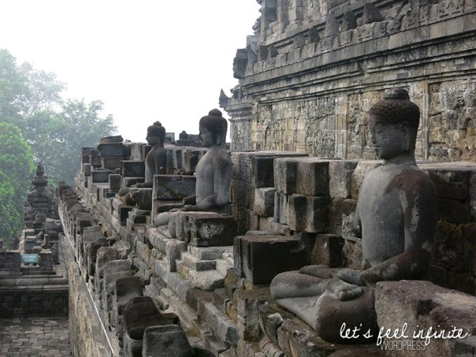 Borobudur - Statues & bas reliefs