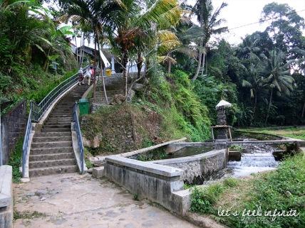 Guning Kawi - Escaliers 1