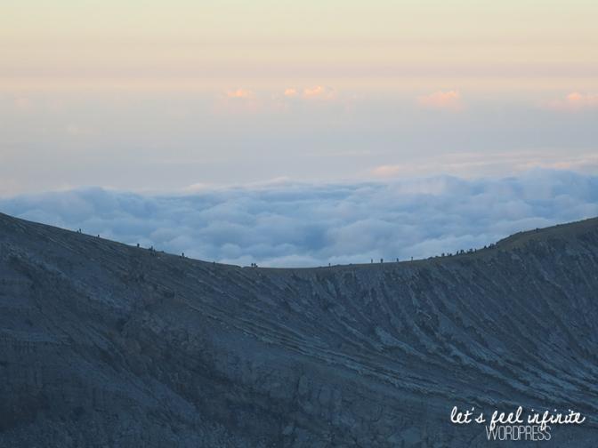 Randonnée sur le rebord du cratère de Kawah Ijen