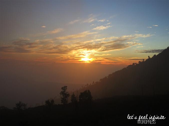 Lever de soleil vu depuis Kawah Ijen