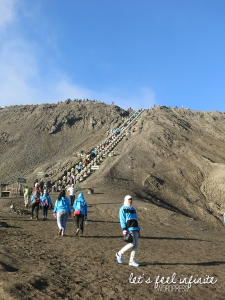 Escaliers pour accéder au cratère du Mont Bromo