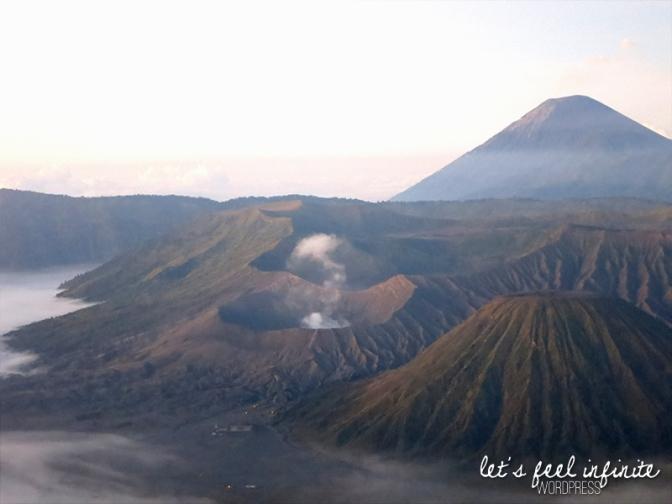Le Mont Bromo vu depuis le vewpoint Pananjakan