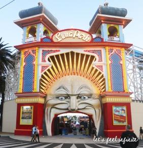 Melbourne - St Kilda Beach - Luna Park