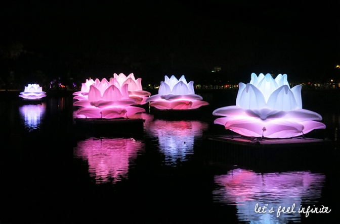 Melbourne - White Night 2015 Giant lotur flowers on the Yarra river