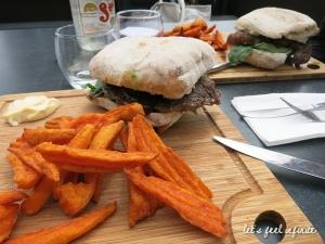 Great Ocean Road - Lunch @ Port Campbelle