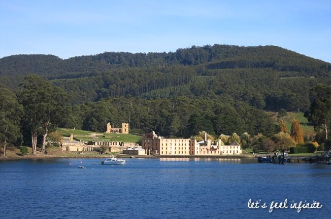Vue d'ensemble de la prison de Port Arthur en Tasmanie depuis la mer